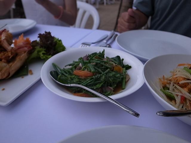 <p>d)野菜のオイスターソース炒め</p>