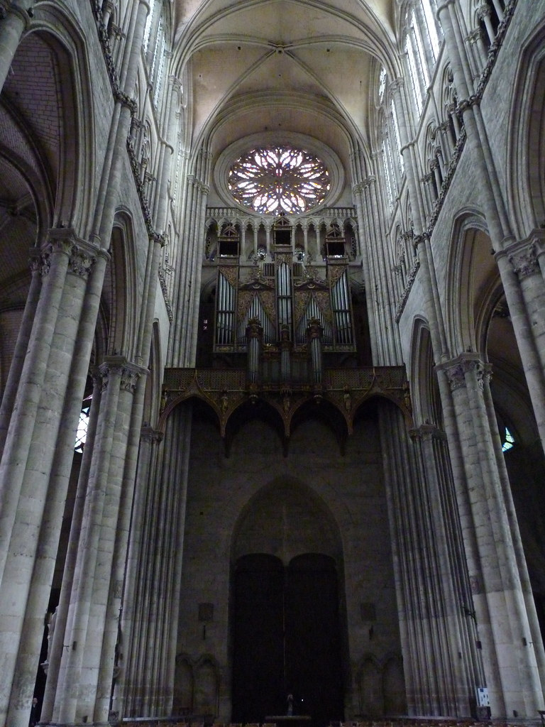 amiens cathedral - nave, looking west