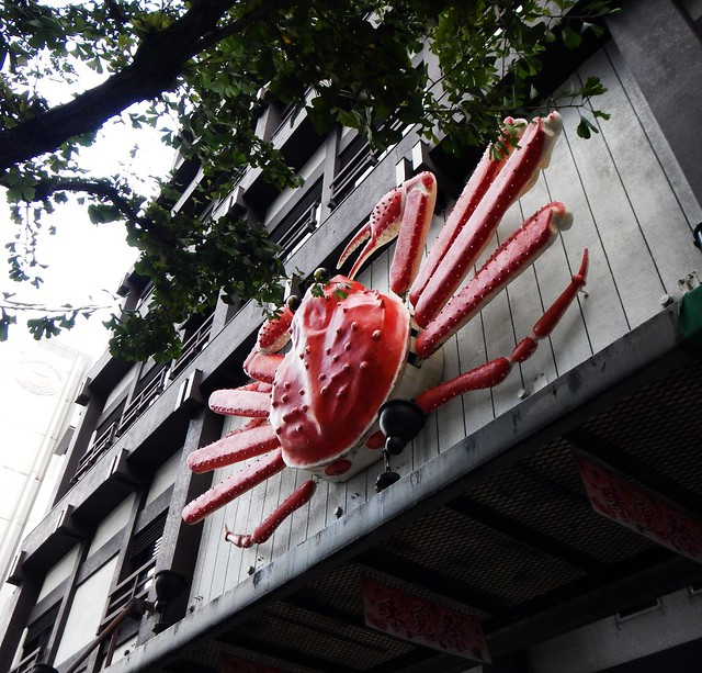 Giant Crabs Mark the Spot