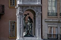 Fontaine Place Saint-Jean