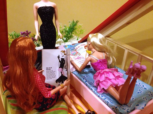 Barbie and Midge reading vintage catalogues