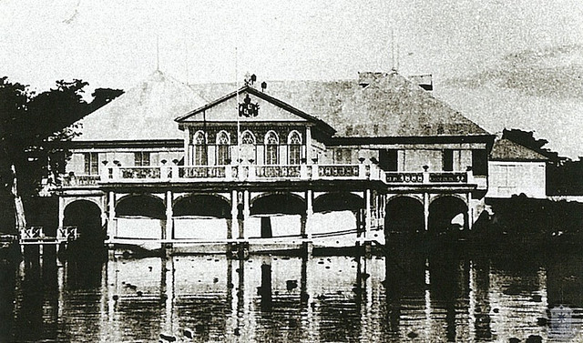 In the middle of 1885, Chief Engineer José Diaz Meño proposed a new and larger riverfront azotea or terrace to Jovellar's successor Emilio Terrero y Perinat