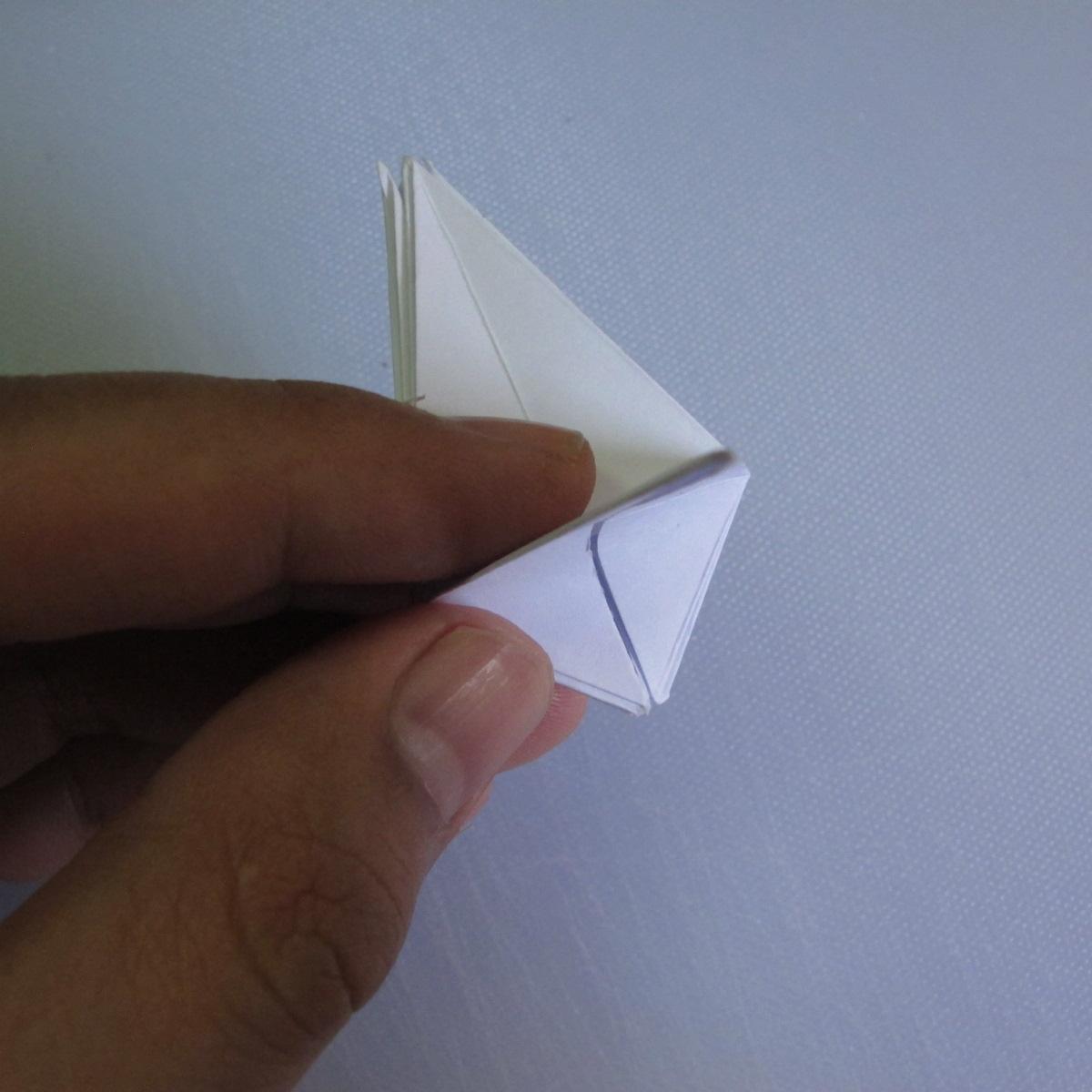 วิธีพับกระดาษเป็นรูปดอกลิลลี่ 016