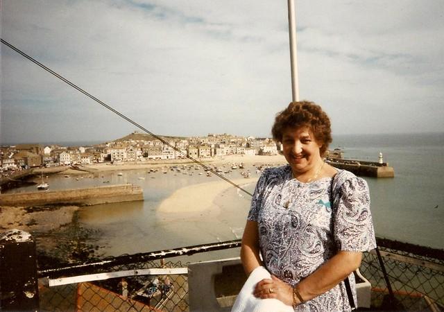 fam 1989 09 xy Mum, Cornwall