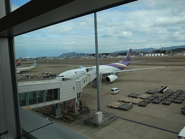 <p>g)バンコクに向け出発!搭乗です。</p>