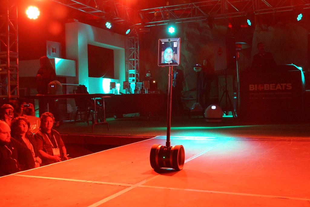 Living in Digital Times 2014 Robotics on the Runway 29