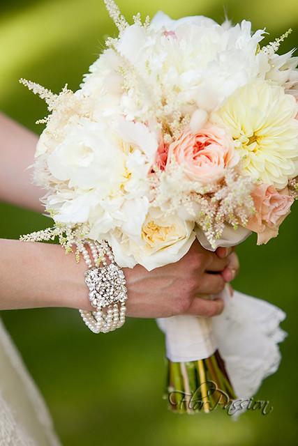Bouquet Peonie Sposa.Bouquet Da Sposa Con Peonie Dalie Rose Inglesi Astilbe Flickr