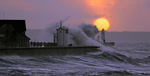lighthouse storm sunrise lighthouses hightide porthcawl porthcawlstorm porthcawlhightide porthcawlsunrise tamronspaf70300f456divc