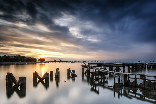 longexposure broken clouds sunrise dawn dock industrial grafitti cloudy earlymorning maryland baltimore structure mooring bracken piling caspa lee09gnd leefilters portcovington leefoundation lee06gnd edwardkreis leebigstopper dkiphotography