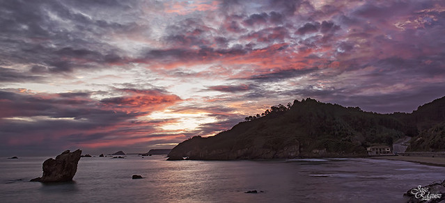 Espectaculo al amanecer en Playa del Aguilar (Panoramica)
