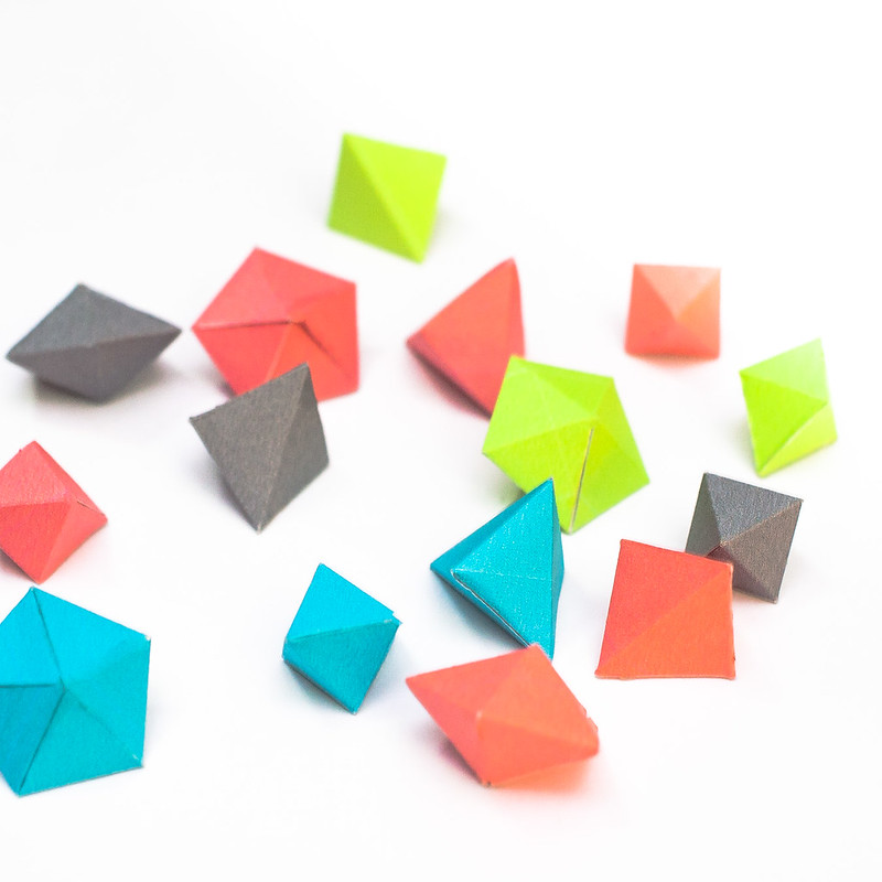 วิธีทำของเล่นโมเดลกระดาษทรงเรขาคณิต 005