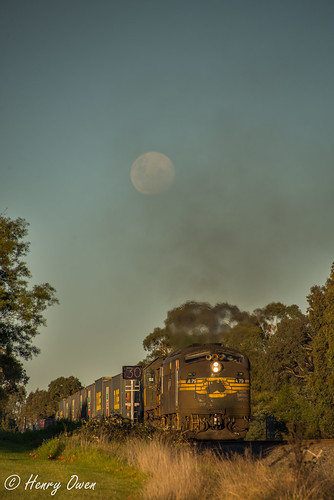99% Moon | by Henry's Railway Gallery