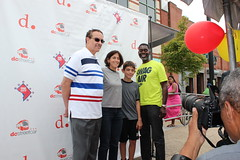 Mayor Vincent Gray stopped by to show support ans take pictures!