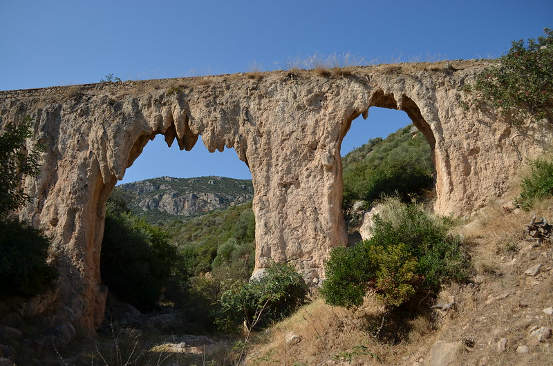 Loukou: Roman aqueduct bridge 26: looking SW