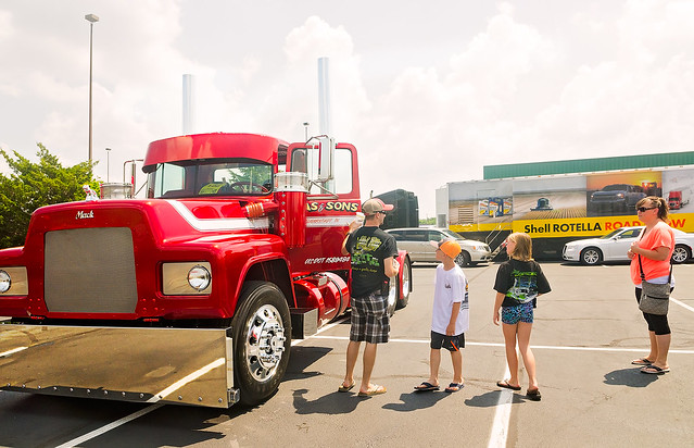 1991 Mack RD686 at the 34th annual Shell Rotella SuperRigs truck beauty contest in Joplin Missouri
