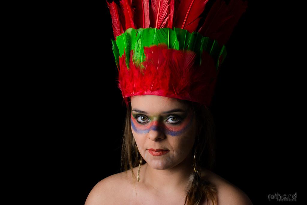 Os Guajajaras vivem no estado do Maranhão, é umas das maiores tribos brasileiras... com mais de 27 mil índios!  #hardphotography #mulheresdepindorama #portrait #portraitfestival #makeup #indian #native #brazilianindian #culture #brazilianculture #authoria