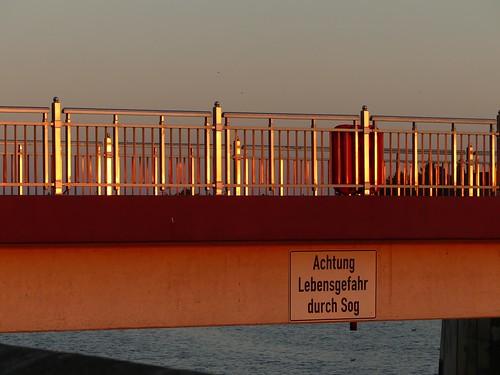 dangerous hff happyfencefriday weserwehr bremen deutschland sunset riverweser fence light