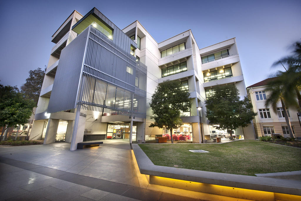 Kelvin Grove Library | Kelvin Grove Library at Night | Queensland University of Technology (QUT) | Flickr