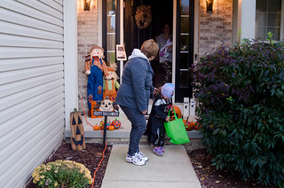 20161031-Trick-or-Treat-with-Grandma-0411 | by auley