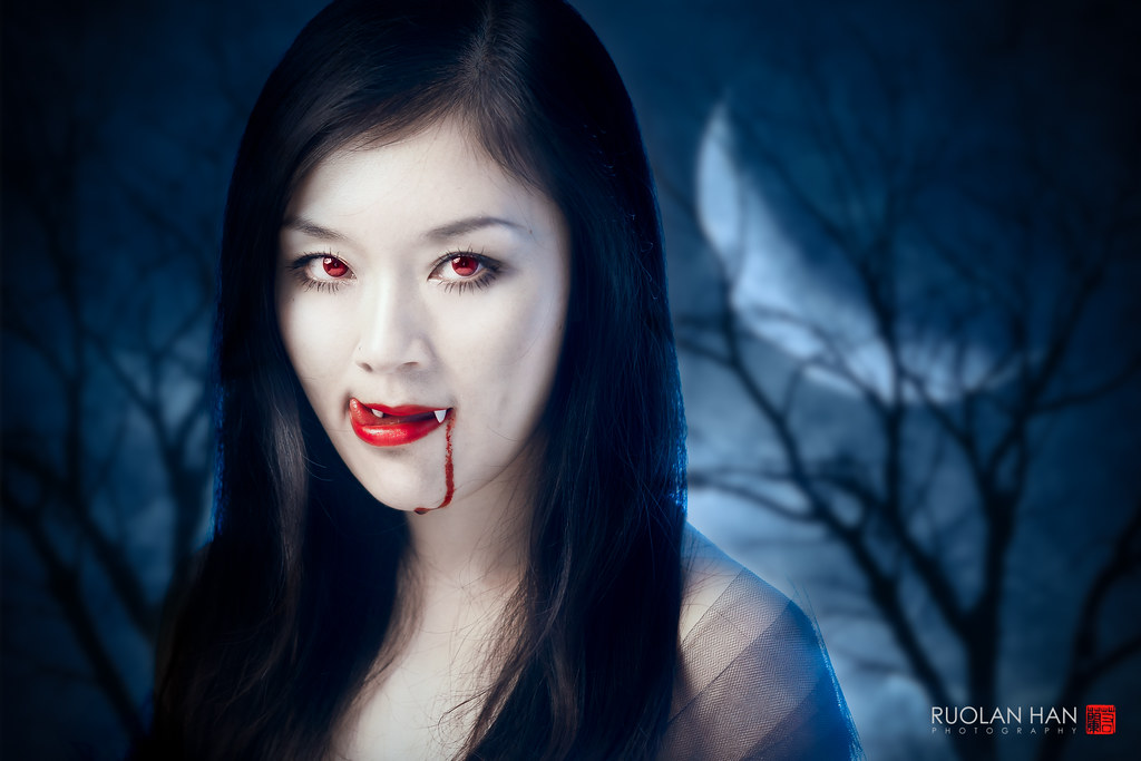 vampire selfie for Halloween :)) oh I look really scary, h