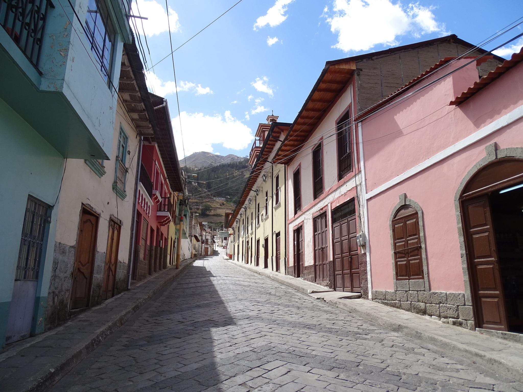 calle en San Pedro de Alausi Ecuador