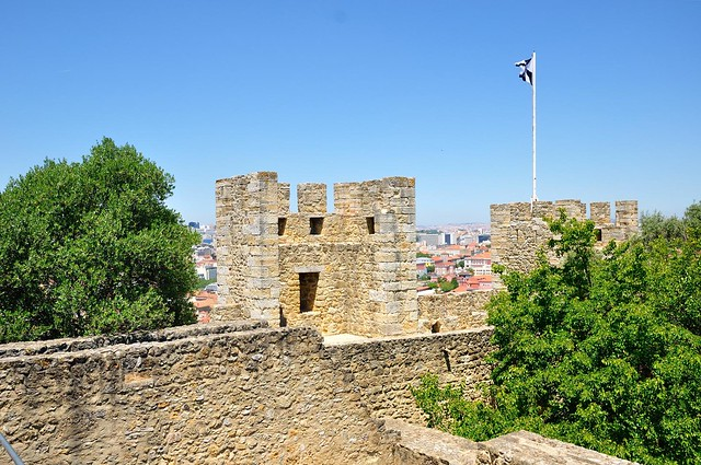 Lisbon : Castle of São Jorge / Up the walls  6/9