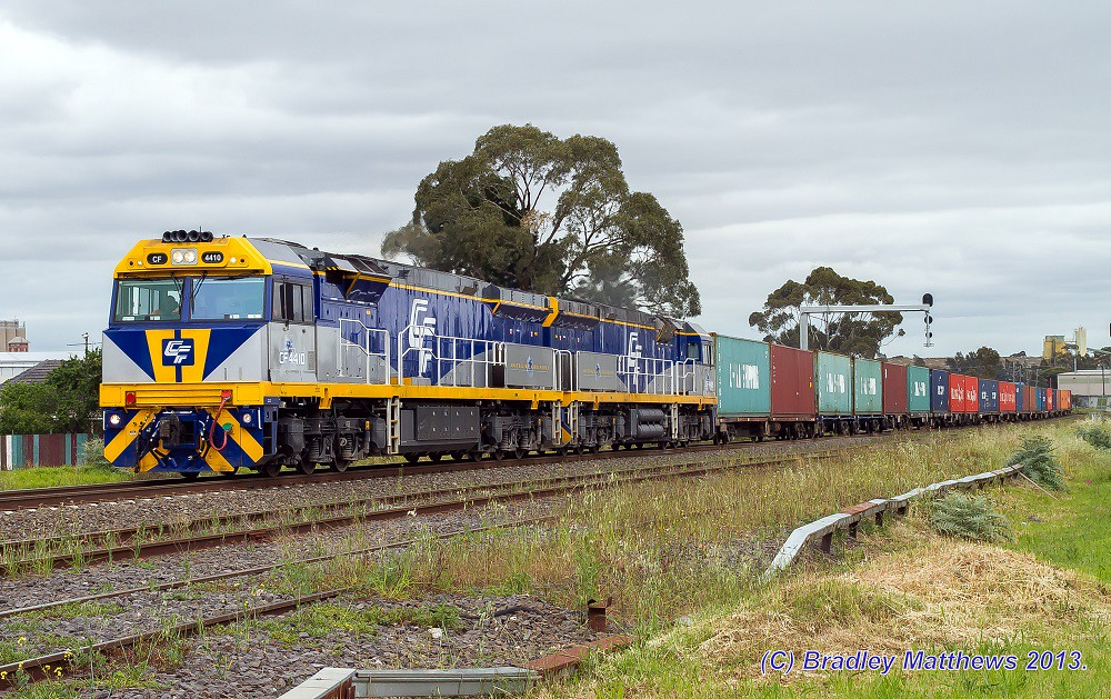 CF4410-CF4409 with QUBE 5MC1 freight to Harefield/Junee at Albion (14/11/2013) by Bradley Matthews