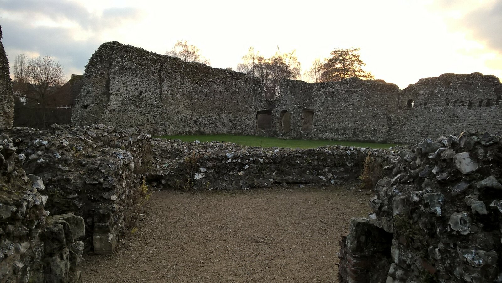 Ruins Eynsford Castle, owned by the Eynsford family until 1312 when they abandoned it following vandalism after an inheritance dispute.
