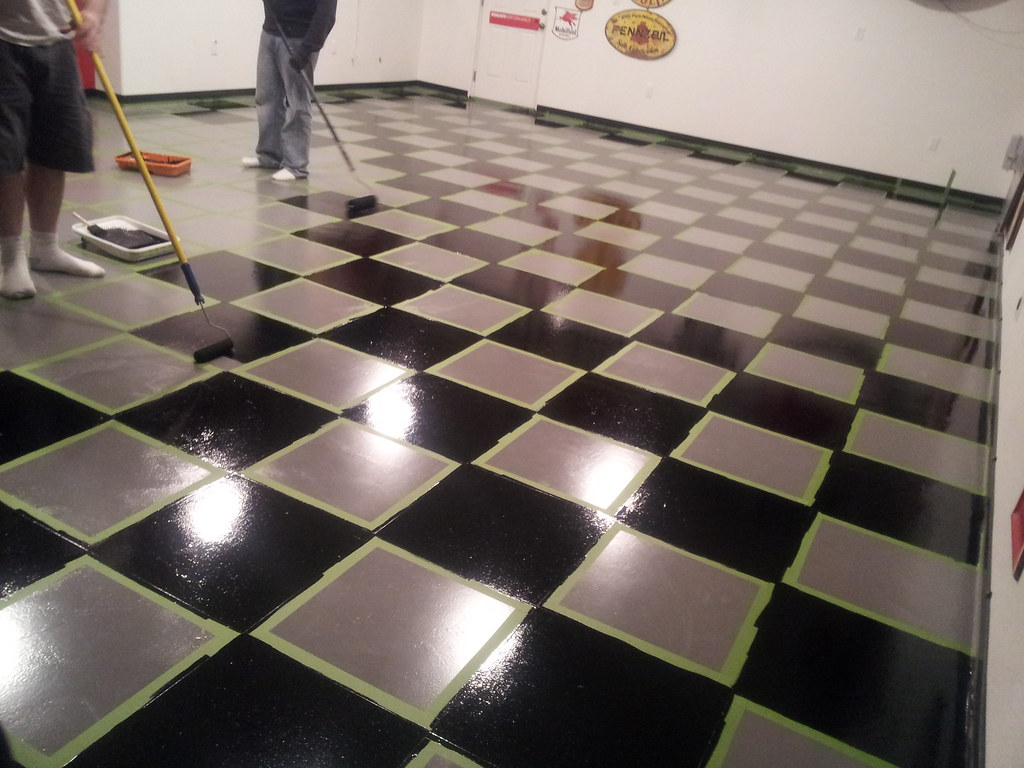 Checkered Epoxy Garage Floor Here They Painted The Floor
