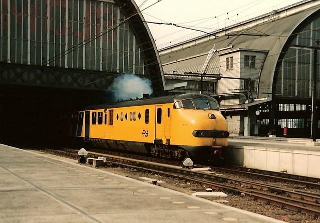 Rokend Plan U terinstel te Amsterdam CS 1987.