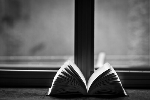 Reading in black and white | by Federico Feroldi Foto