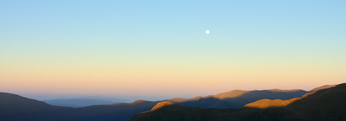 morning newzealand moon mountain mountains sunrise landscape fullmoon aotearoa kapitiisland tararuas tararuaranges