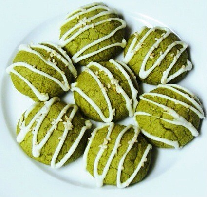 Matcha Green Tea & White Chocolate Cookies - the matcha green tea in these are not as overpowering in the shortbread cookie recipe. There is a nice balance of flavor. I added almond extract which takes it to a higher level. The texture is like a soft maca | by flippinyank
