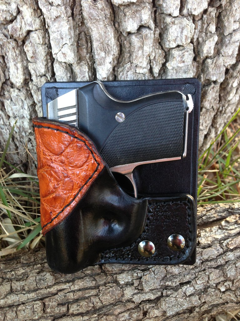 Seecamp Black Cow Hide With Cognac Alligator Accent/Push O