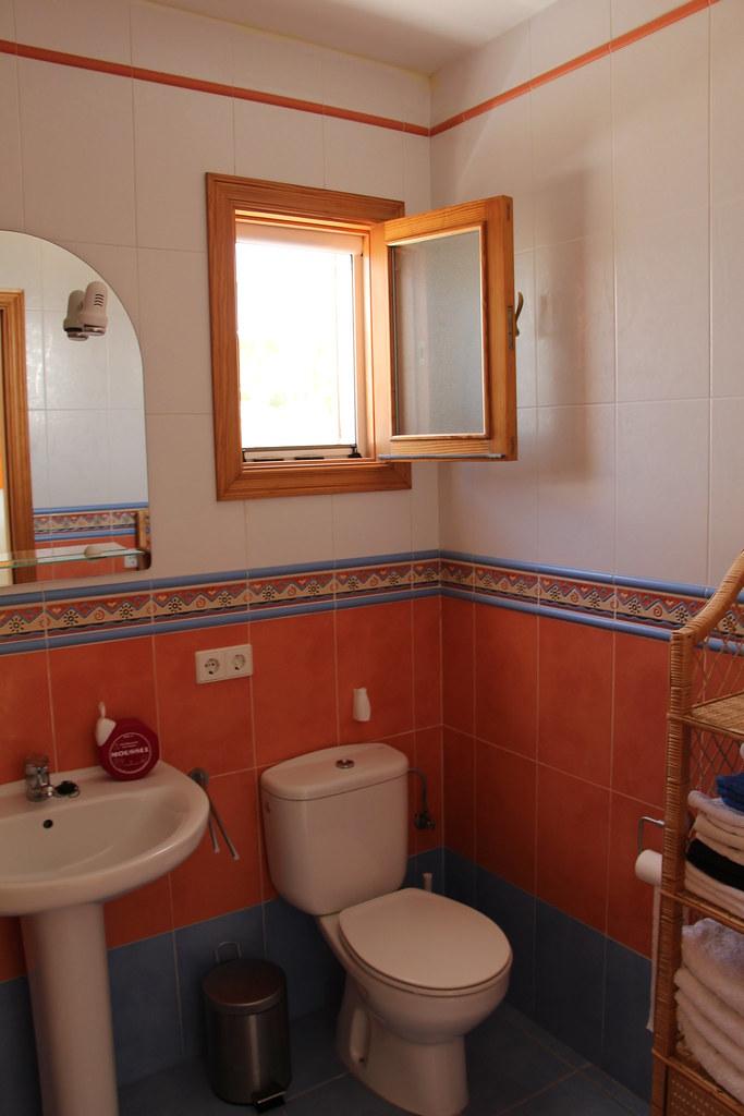 Sa Vinyola Blanca | Cuarto de baño con ventilación ...