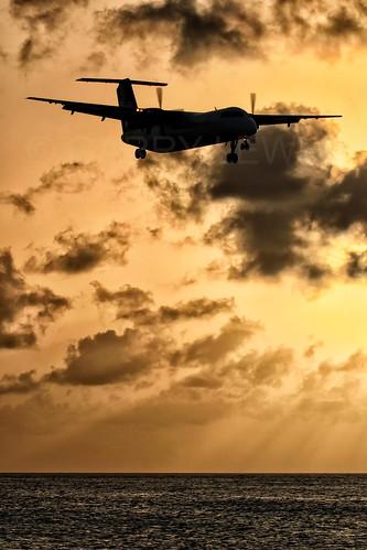 sxm tncm stmaarten stmartin antilles dutch maho mahobeach sunset aircraft airliner airplane aeroplane plane turboprop prop commuter dusk sky liat li lia bombardier dehavilland dh8c dhc8 dash8 q300 dash8300 canon eos 10d