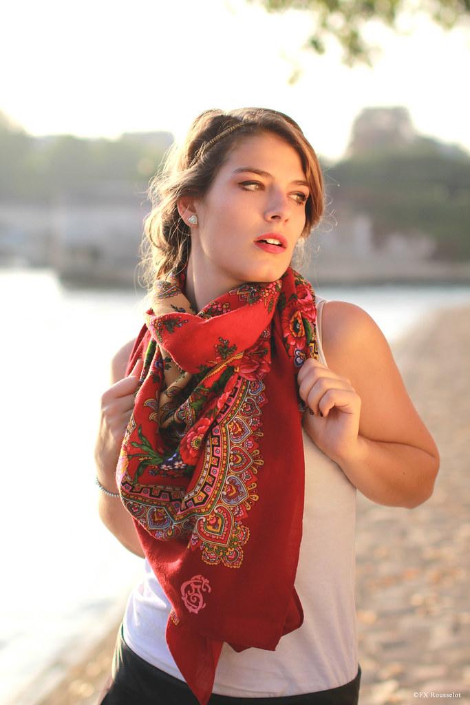 ccec91cd2c4 comment-porter-un-grand-foulard-femme-comtesse-sofia-minim…