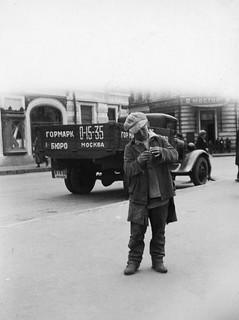 Gateliv - Gutt med Sixpence i Moskva (1935)