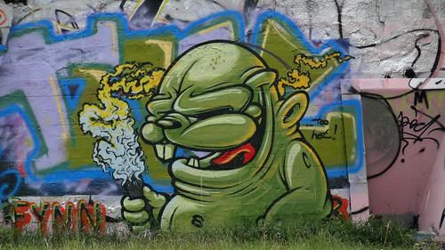 Graffiti vom scharfe Keuschheitswächter der Gott grüßte bis Spanien und Portugal, ich fliege dahin auf der Wogen Schwall, die Nixe singt und der Haifisch springt, ein Möwenlied in den Lüften erklingt 00016