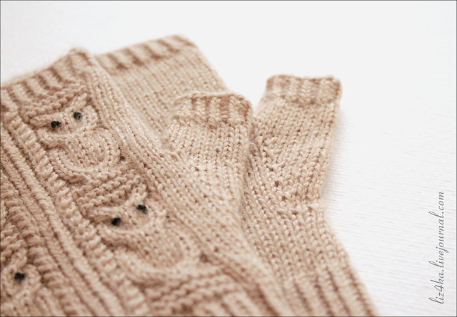 Beige mittens with owls