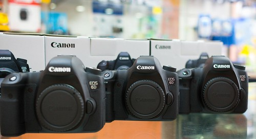Canon EOS 18D at the retail store