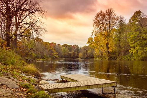 efs24mmf28 canon t2i confluence confluencia chippewa cnc pine river río dock canoe fall otoño cloudy
