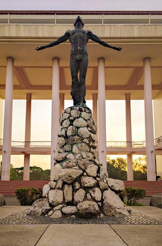 academiccircle diliman guillermotolentino manila oblation oblationplaza quezoncity statue universityofthephilippines metromanila philippines