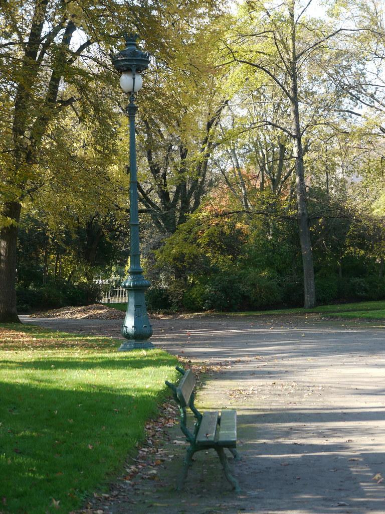 Toulouse, Haute-Garonne: jardin du Grand-rond, le banc et …   Flickr