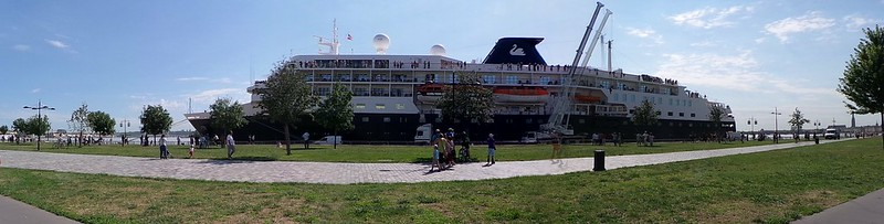 Accostage du paquebot MV MINERVA - Port de la Lune - Bordeaux - 12 aout 2013