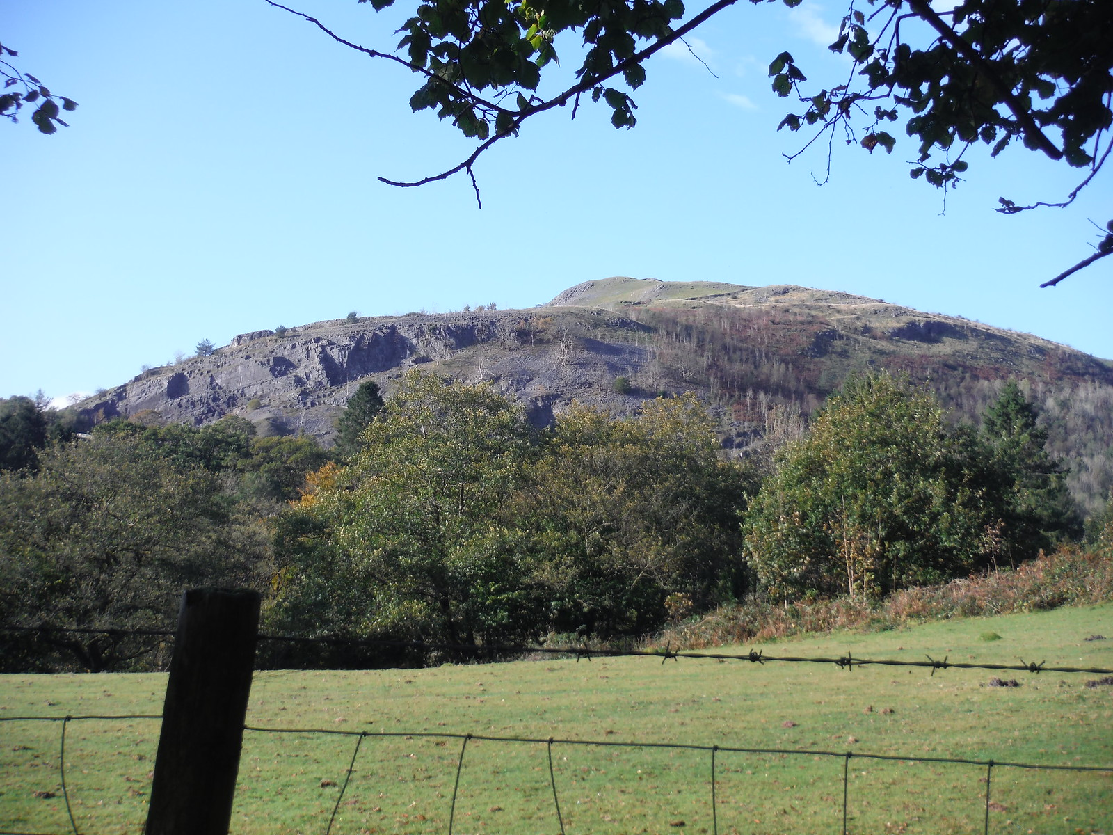 Cribarth Mountain across the Cwm Tawe SWC Walk 280 Henrhyd Falls - Sgwd Henrhyd (Craig y Nos Circular)
