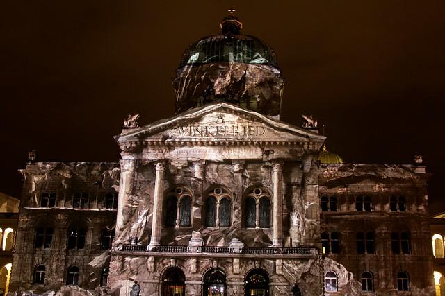 Rendezvous Bundesplatz => Schweizer Legenden und Sagen 2013 am Bundeshaus in der Stadt - Altstadt Bern im Kanton Bern in der Schweiz