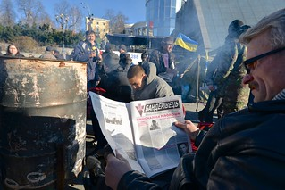 Reading a revolutionary newspaper | by mac_ivan