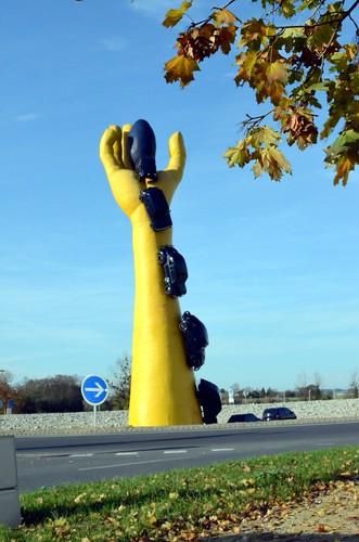 La main (jaune) à Chatellerault