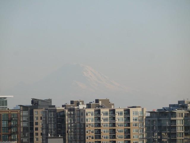 月, 2013-10-14 16:50 - 宿の屋上より